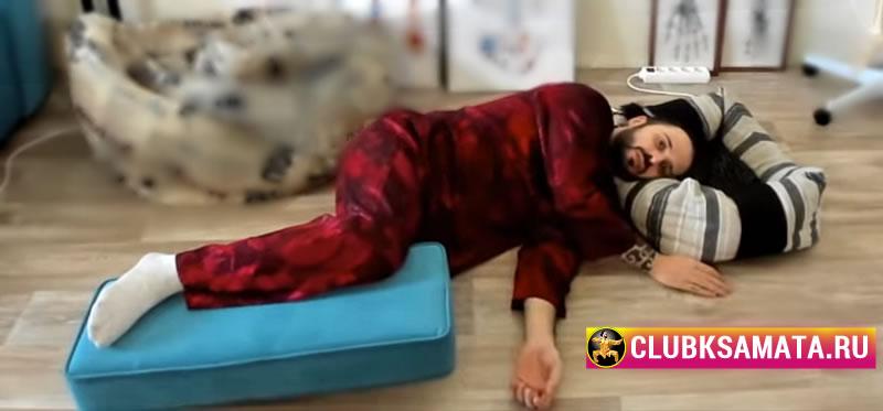 033 1 - Дыхательная гимнастика для улучшения кровообращения и массаж деревянной ложкой показывает Данила Сусак